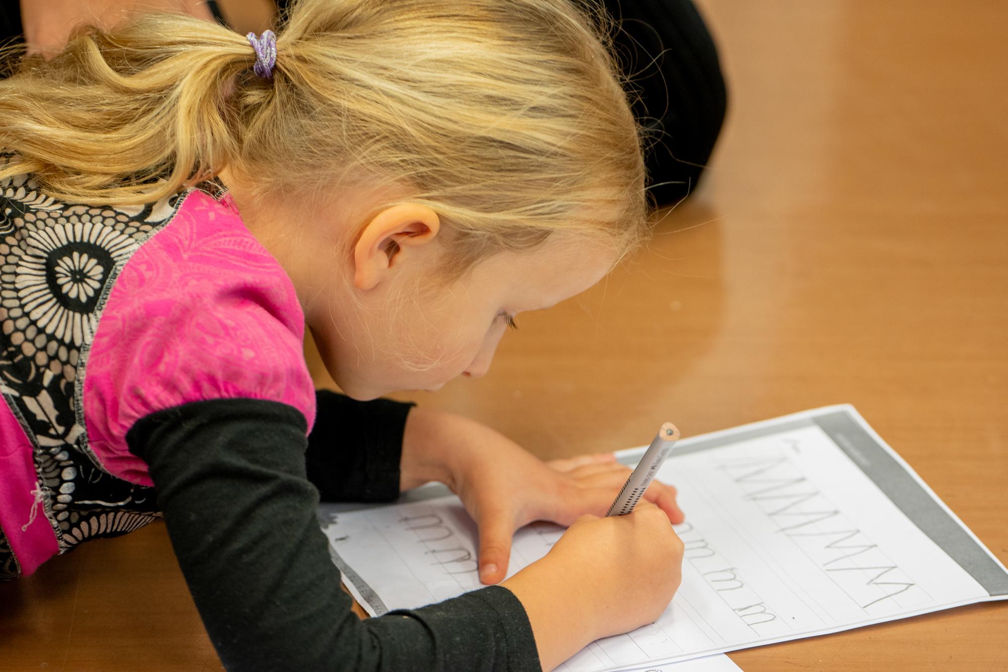 Heltberg Montessori barn i konsentrasjon
